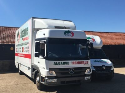Lorry and Renault in yard NO PLATES